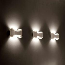 Applique design Ionica blanche