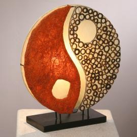 Lampe à poser Ying Yang sur socle en bois