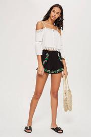 Shorts in Knitteroptik mit Blumenstickerei - Schwarz - Topshop