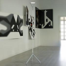 Lola - un lampadaire multifonction