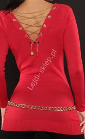Czerwony sweter zdobiony złotym łańcuszkiem na plecach | sweter damski