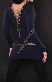 Granatowy sweter / tunika zdobiony złotym łańcuszkiem na plecach | granatowe swetry damskie - Lejdi