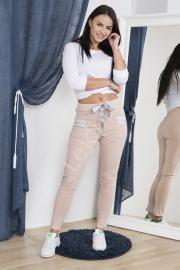 Spodnie dresowe pudrowy róż z kieszeniami ozdobionymi taśmą - Lejdi