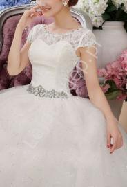 Suknia ślubna z koronką i cyrkoniowym pasem | sukienki ślubne model 17 - Lejdi