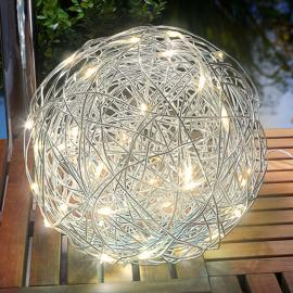 Warmweiß leuchtende LED-Solarleuchte Alu-Wireball