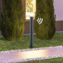 Moderne Wegeleuchte Hoosic mit Bewegungsmelder