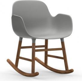 Fotel bujany Form drewno orzechowe szary