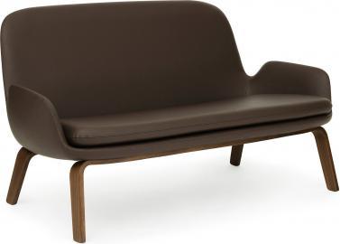 Sofa Era na drewnianych nogach orzech skóra Tango Leather