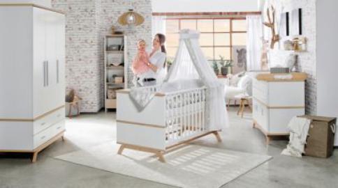 Komplett Kinderzimmer Vicky Oak, 3-tlg.(Kombi-Kinderbett 70 x 140 cm, Umbauseiten, Wickelkommode mit Wickelaufsatz und Kleiderschrank 3-trg.), weiß lackiert, Holzdekor Vincenza Eiche holzfarben