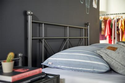 Bed Milano Met Lattenbodems En Easy Pocket Matras